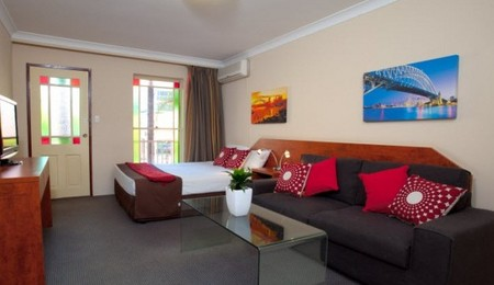 Central Railway Hotel - Byron Bay Accommodations
