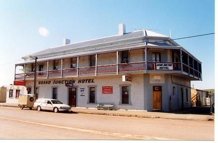 Grand Junction Hotel - Byron Bay Accommodations