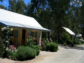 Riesling Trail Cottages - Byron Bay Accommodations