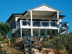 Top Deck Cliff House - Byron Bay Accommodations