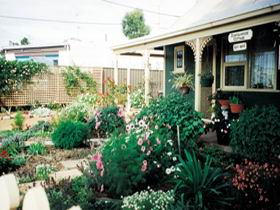 Schoolhouse Cottage - Byron Bay Accommodations