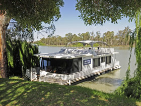 Moving Waters Self Contained Moored Houseboat - Byron Bay Accommodation