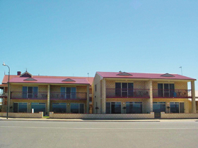 Tumby Bay Hotel Seafront Apartments - Byron Bay Accommodations