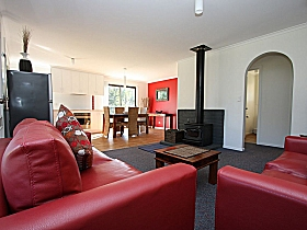 Bruny Island Villas - Eversley - Byron Bay Accommodations