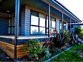 Orani Vineyard Guest House and Fruit Farm - Byron Bay Accommodations