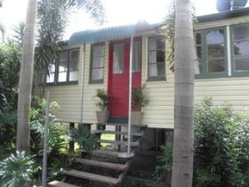 The Red Ginger Bungalow - Byron Bay Accommodations