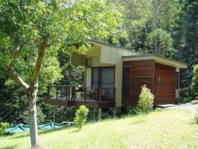 Montville Ocean View Cottages - Byron Bay Accommodation
