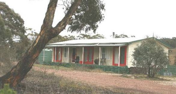 Christmas Tree Cottage - Byron Bay Accommodations