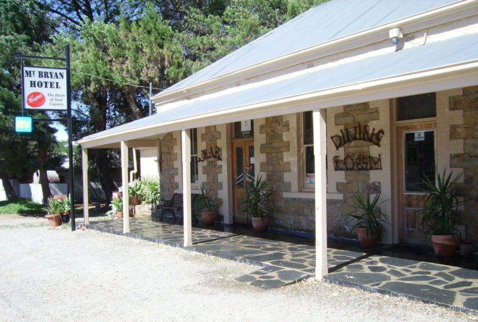 Mount Bryan Hotel - Byron Bay Accommodations