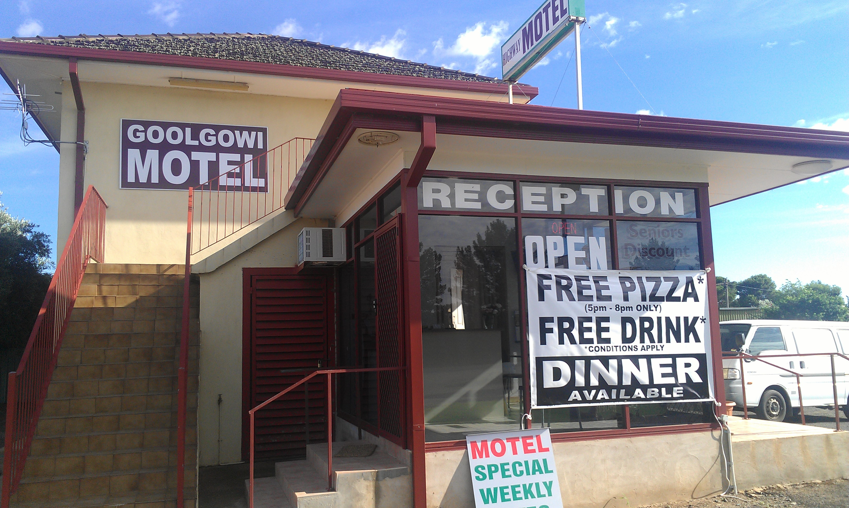 Royal Mail Hotel Goolgowi - Byron Bay Accommodations