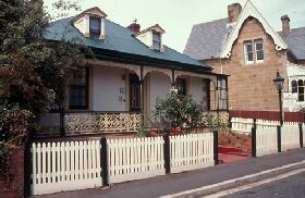 Barton Cottage - Byron Bay Accommodations