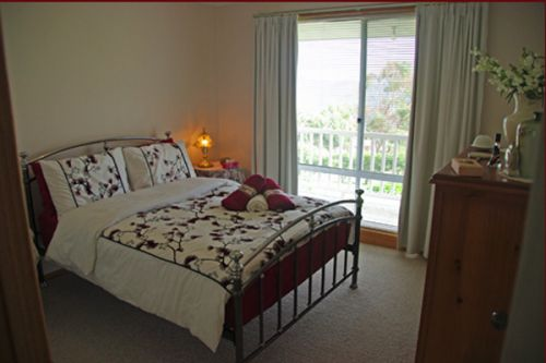 Sunsets Cottage - Byron Bay Accommodations
