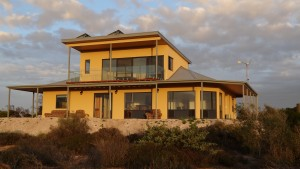 Dolphin Holiday House - Byron Bay Accommodations