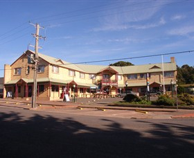 Parer's King Island Hotel - Byron Bay Accommodations