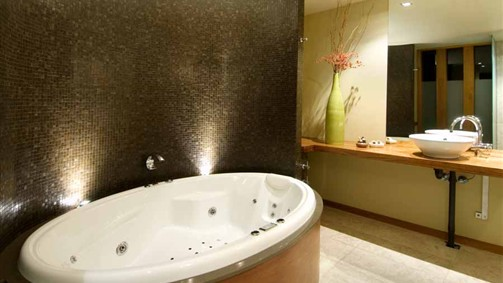 Hepburn Spa Pavilions - Saffron - Byron Bay Accommodations