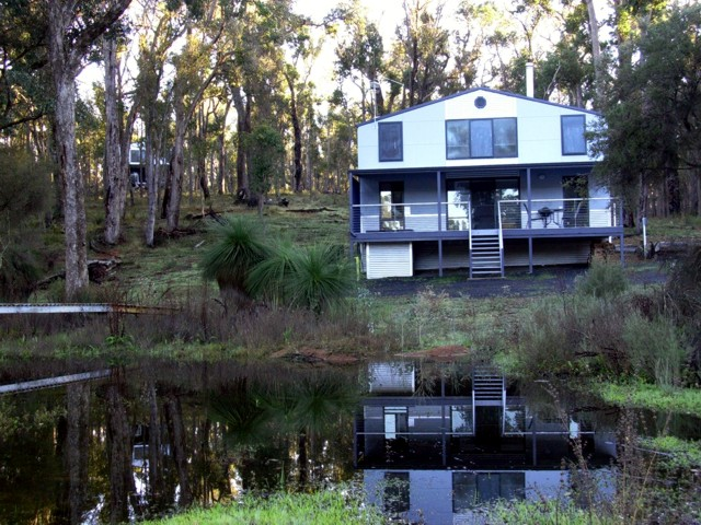 Hidden Grove Retreat - Byron Bay Accommodations