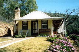 Price Morris Cottage - Byron Bay Accommodations