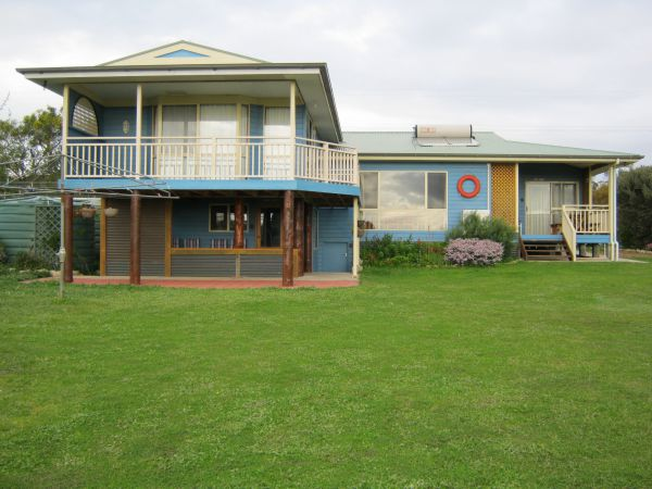 Baudins View Holiday House - Byron Bay Accommodations
