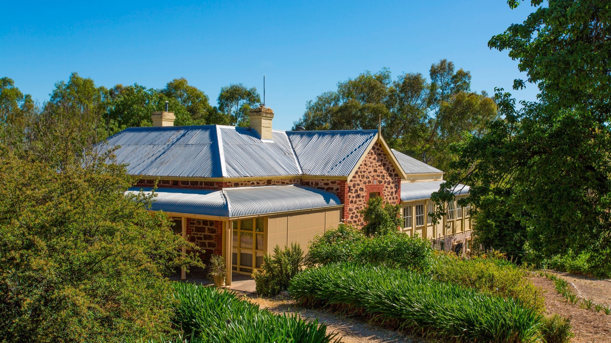 Red Gum Retreat - Byron Bay Accommodations