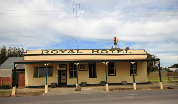 Royal Hotel Snake Valley - Byron Bay Accommodations