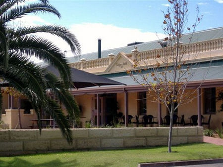 Dongara Hotel Motel - Byron Bay Accommodations