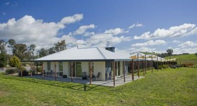 Country Guesthouse Schonegg - Byron Bay Accommodations