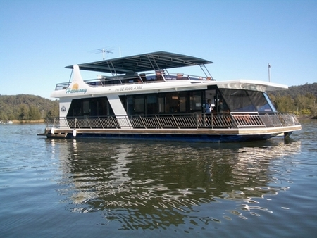 Able Hawkesbury River Houseboats - Byron Bay Accommodations