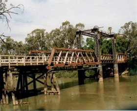 Swan Hill - Murray River Road Bridge - Byron Bay Accommodations