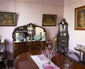 Jerilderie Historic Residence - Historic Home and Gardens - Byron Bay Accommodations