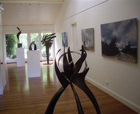 Ivy Hill Gallery - Byron Bay Accommodations