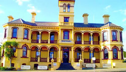 The Queenscliff Historic Royal Hotel - Byron Bay Accommodations