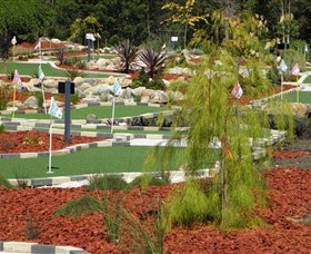 18 Hole Mini Golf - Club Husky - Byron Bay Accommodations