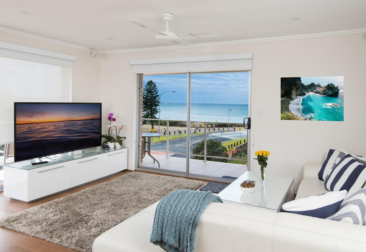 Stylish 3 Bedroom Beachview Apartment - Byron Bay Accommodations