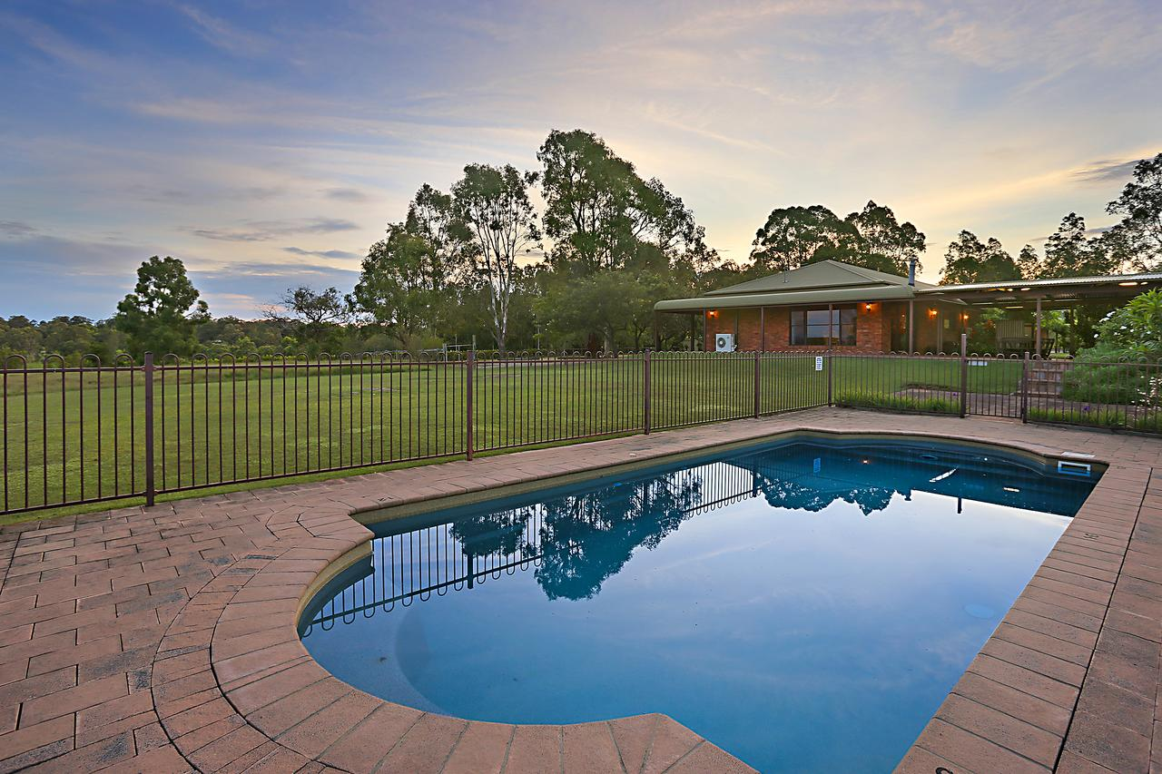 Ironstone Estate Lovedale - Byron Bay Accommodations