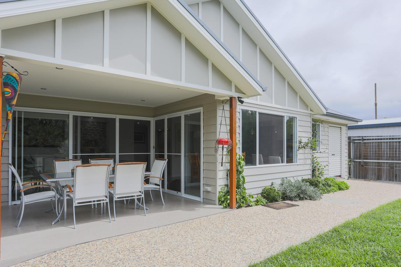 Armidale Cottage - Byron Bay Accommodations