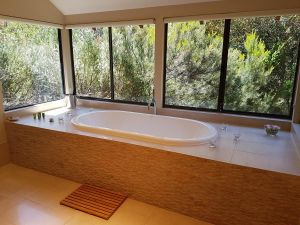 Jarrah Grove Forest Retreat - Byron Bay Accommodation