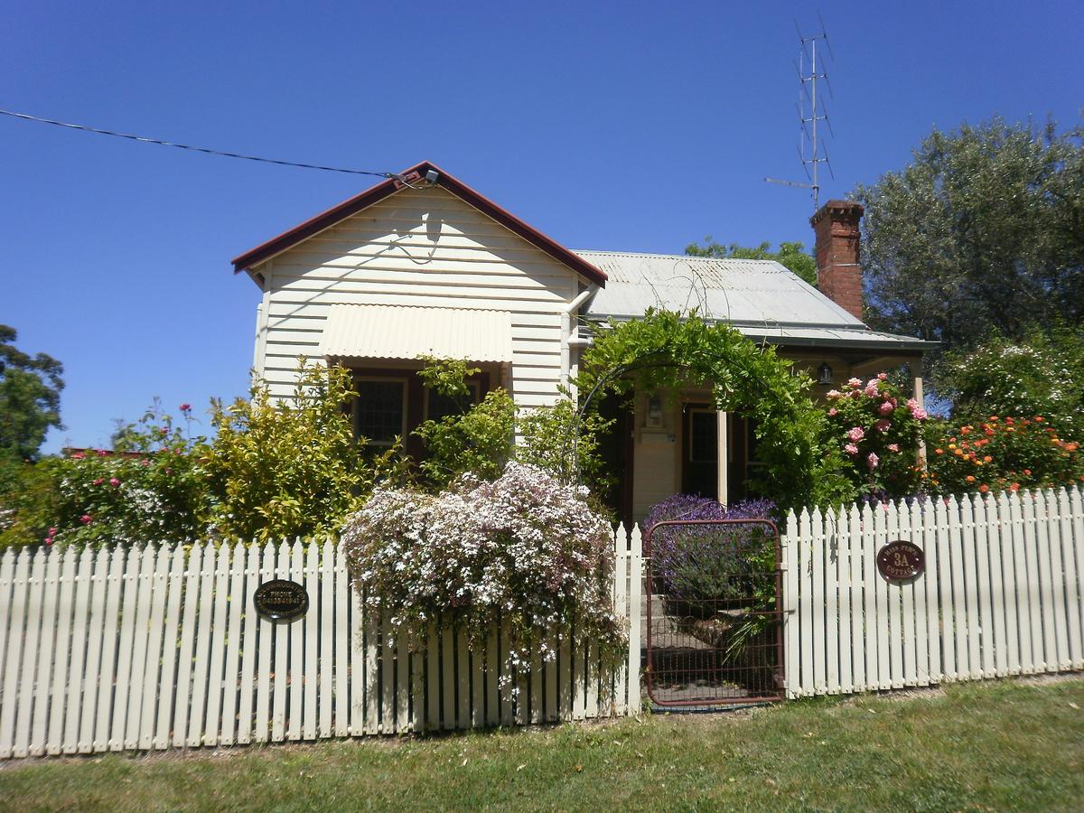 Miss Pym's Cottage - Byron Bay Accommodations