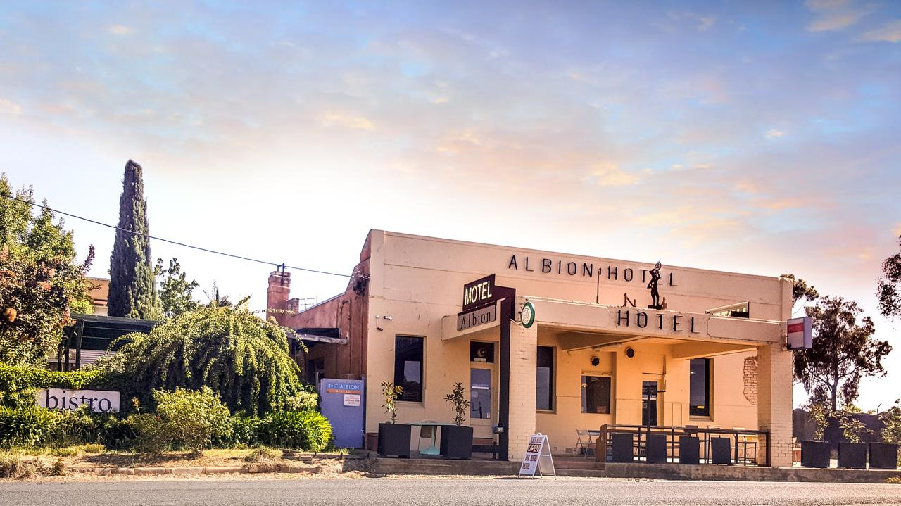 Albion Hotel and Motel Castlemaine - Byron Bay Accommodations